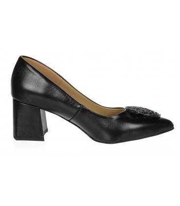 Fekete alacsony sarkú bőr cipő arany dísszel DLO2085