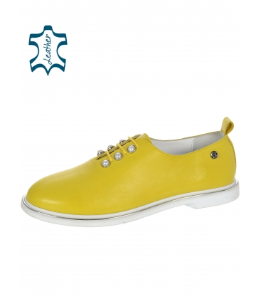 Sárga bőr elegáns cipő gyöngyökkel D-741