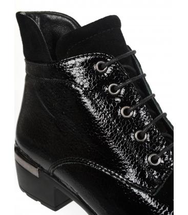 Fekete fényes worker cipő fekete talpon 6744K