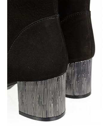 Fekete elegáns matt bokacsizma, fém sarokkal 1953303K