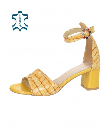 Sárga női szandál vastag sarokban, lépcsős mintával DSA036