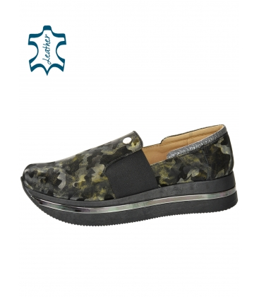 Fekete-zöld álcázott cipők a KARLA talpán DTE3064