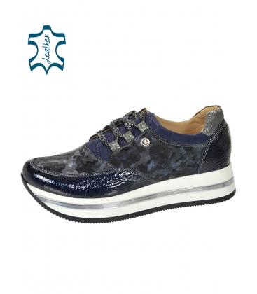 Fekete-kék tornacipő álcázott mintával a talpán KARLA DTE2118