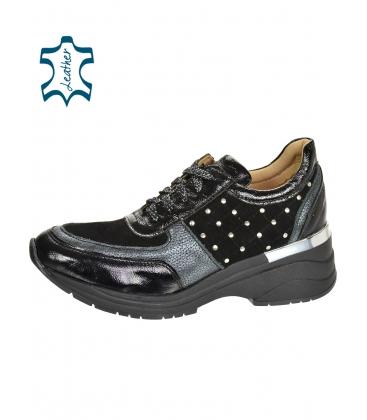 Fekete-szürke stílusos cipők, dekoratív alkalmazásokkal a Tamira talpán DTE3304