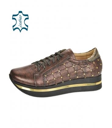 Barna cipők arany díszítéssel a KARLA DTE3313 talpán