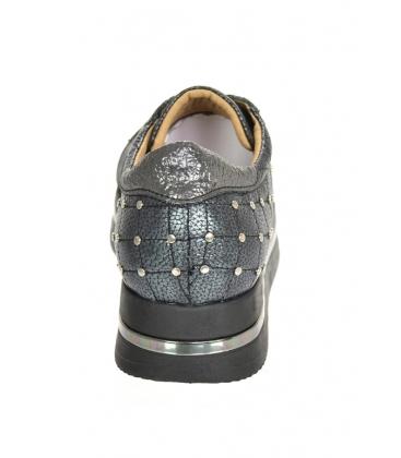 Szürke cipők ezüst díszítéssel a KARLA DTE3313 talpán