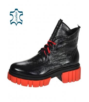 Fekete-vörös lakkozott bakancsok DKO3023