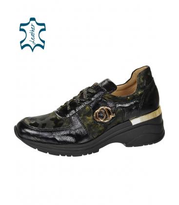 Fekete cipők zöld álcázási mintával a TAMIRA DTE3307 talpán