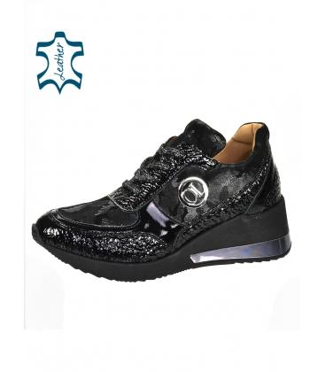 Fekete fényes cipők álcázott mintával a KAMILA K894 talpán