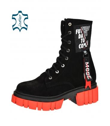 Fekete kényelmes bokacsizma piros talppal DKO2277