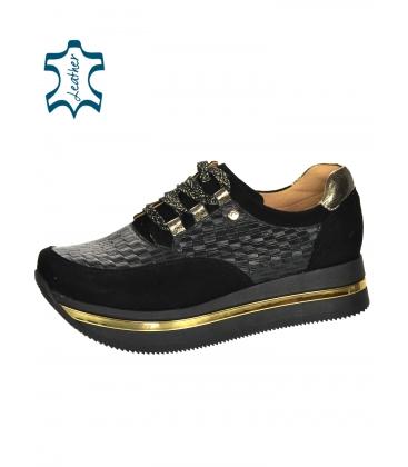 Fekete stílusos cipők, összefonódó 3D mintával a Karla talpán DTE2118